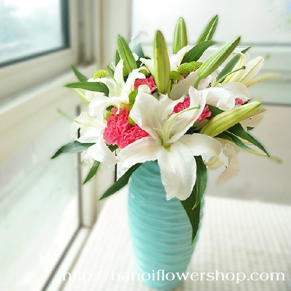 White lilies in vases