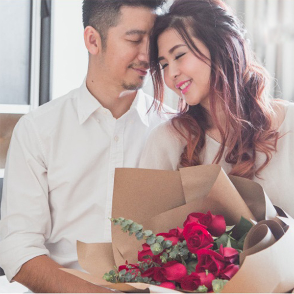Bouquet of red roses for love